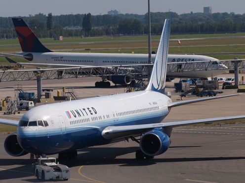 United Airlines Boeing 767-322(ER)_-_cn_25393_pushback_21July2013_pic-002